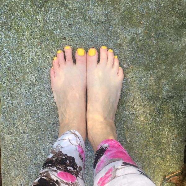 4  toe nail art summer instragram yellow sunshine