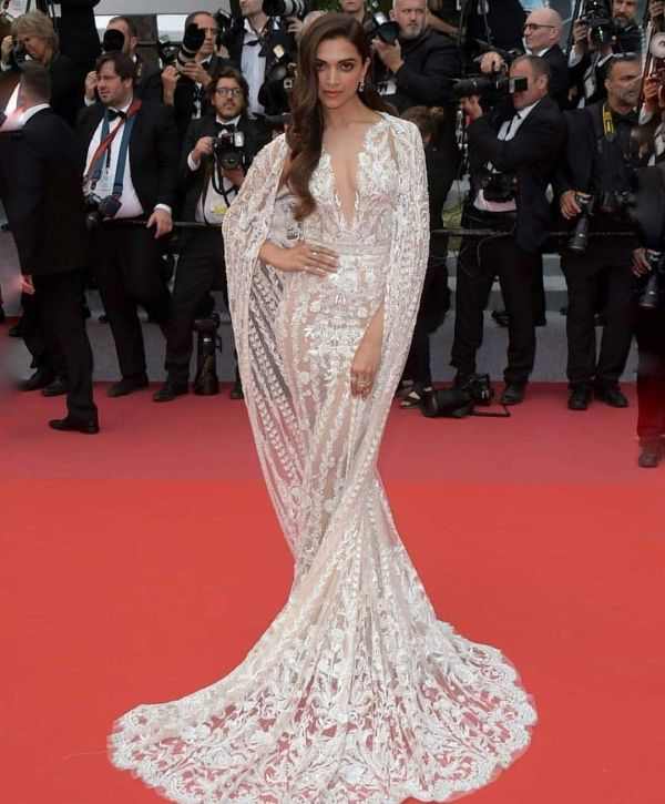 2 deepika padukone naked dress bollywood