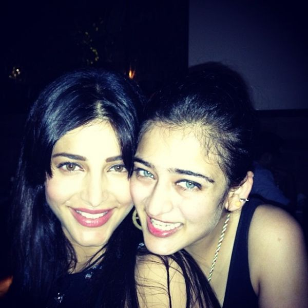 7 shruti and akshara hassan instagram picture low light