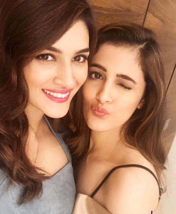 8 kriti and nupur sanon selfie instagram
