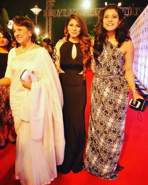 9 kajol and tanisha award show red carpet