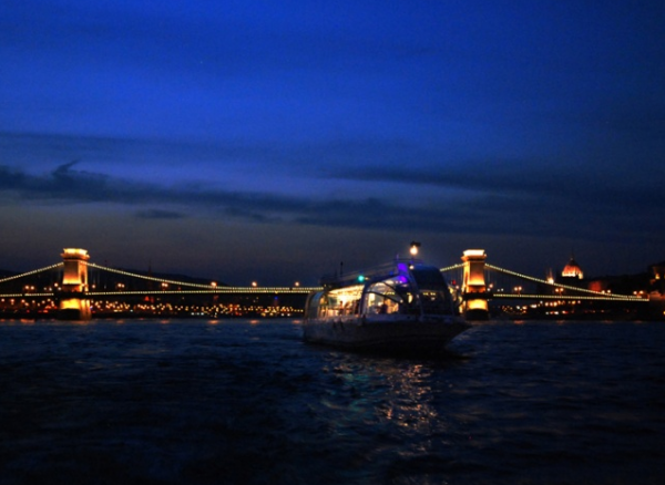 Legenda-Dinner-Cruise-Budapest