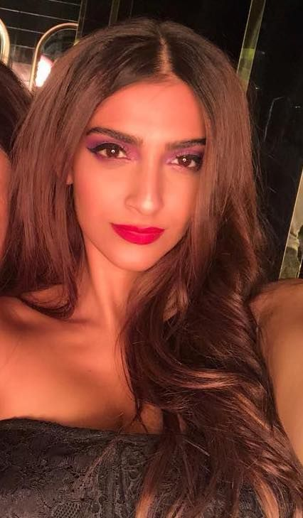 3 pair lip colour with outfit sonam