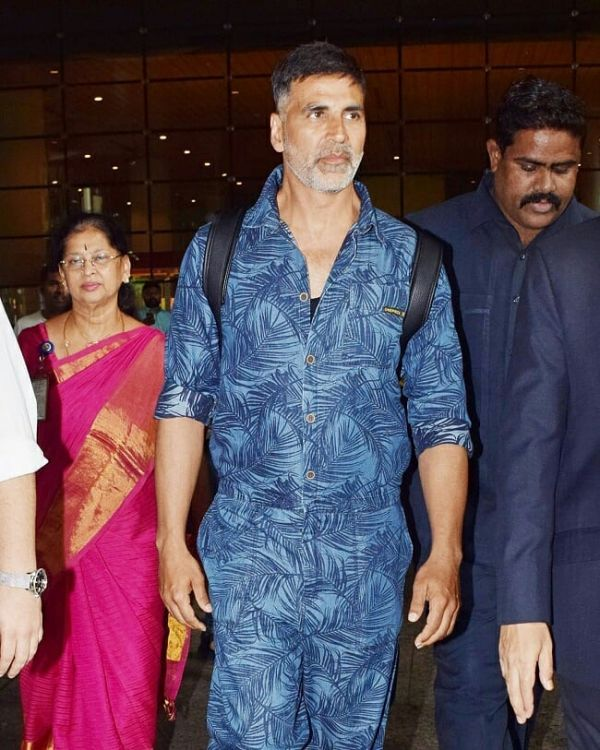 1 akshay kumar - blue jumpsuit airport look