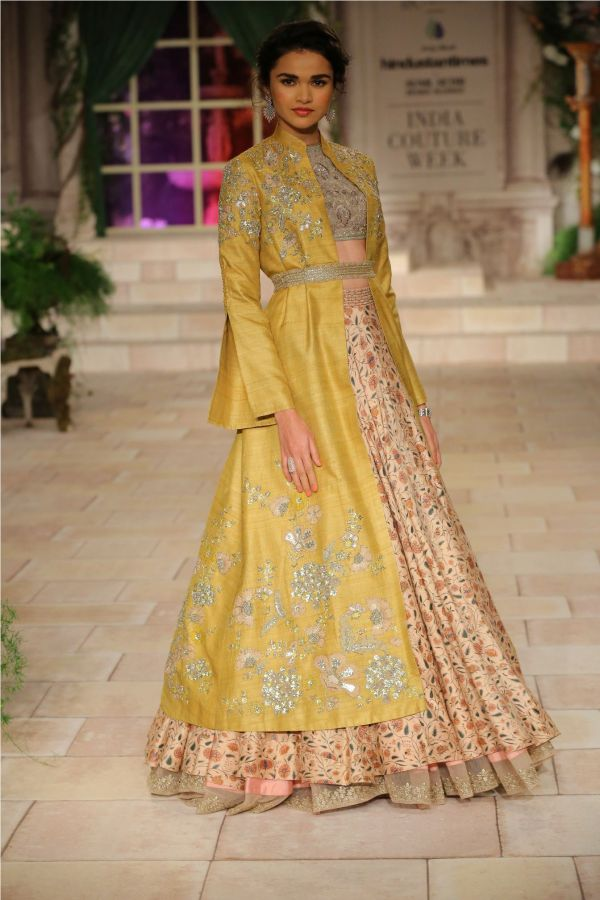 A MAIDEN'S PRAYER Showcased by Designer Anju Modi at India Couture Week %2810%29