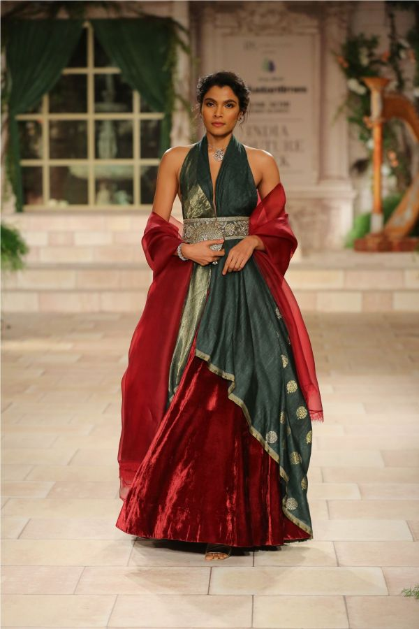 A MAIDEN'S PRAYER Showcased by Designer Anju Modi at India Couture Week %2834%29