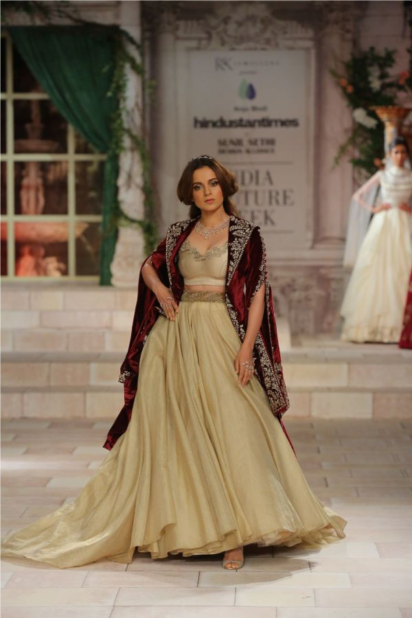 A MAIDEN'S PRAYER Showcased by Designer Anju Modi at India Couture Week %2839%29