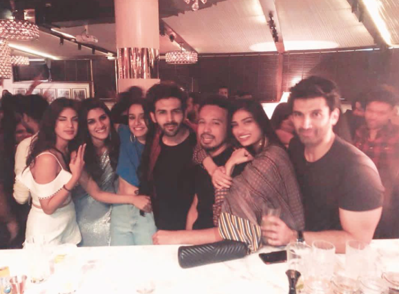 dinesh vijan and kriti sanon birthday athiya 1