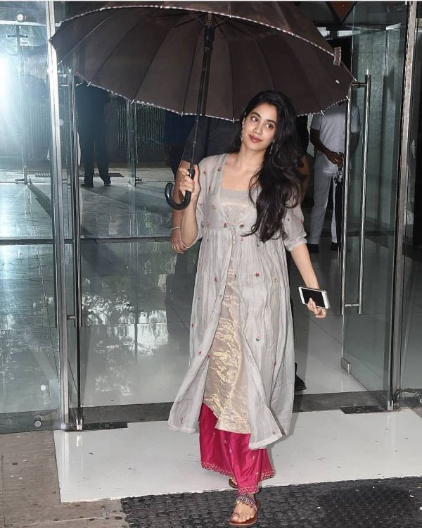 5 janhvi kapoor - rakhi outfit beige and pink suit