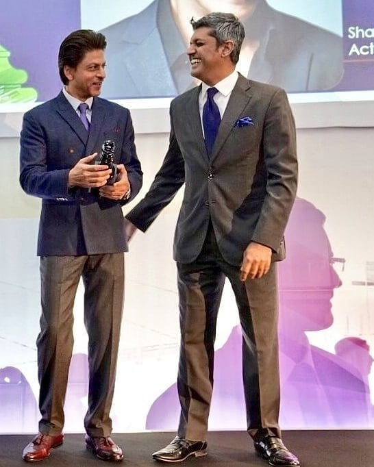 shahrukh khan in dapper suit 2