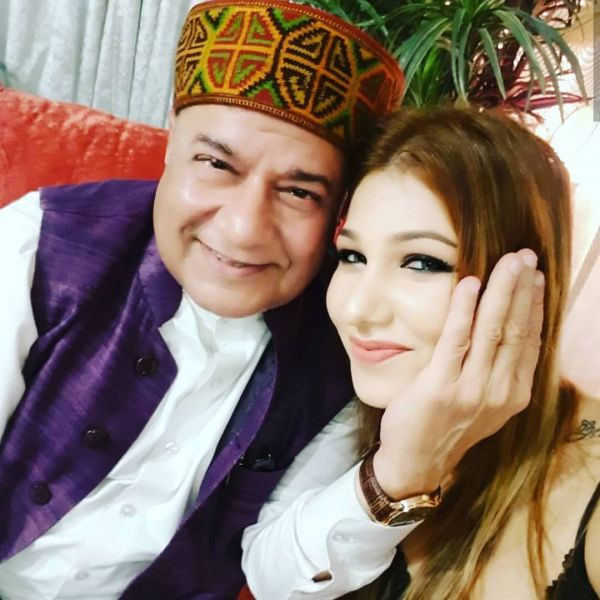 Anup Jalota with girlfriend