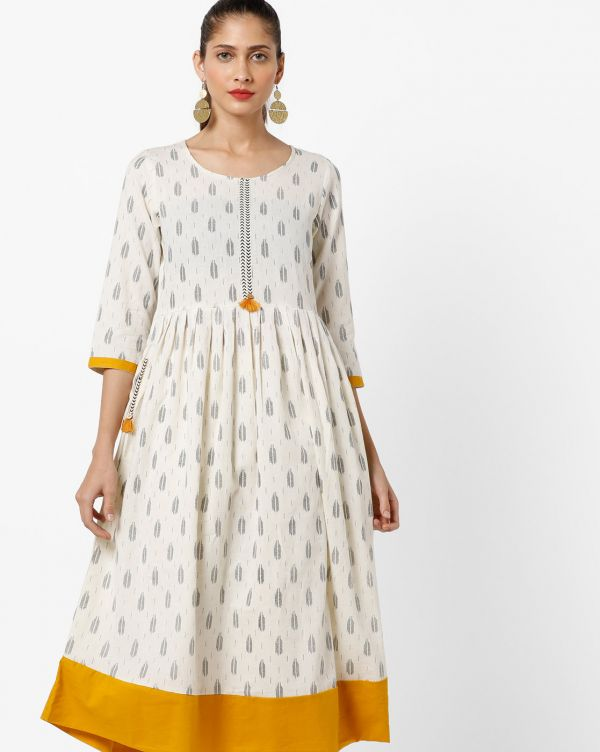 3 sonam kapoor kurta with sneakers melange