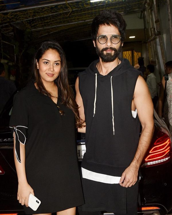 1 mira kapoor - with shahid kapoor after delivery