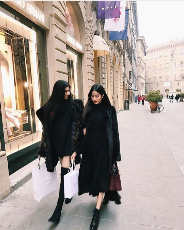 vacation janhvi and khushi kapoor twinning but different