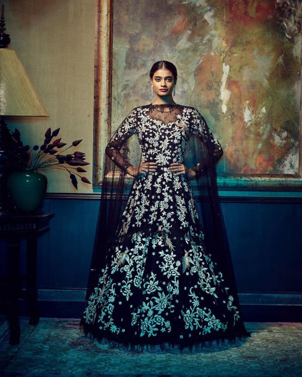 indian-wedding-dress-guide-black-dress-tarun-tahiliani