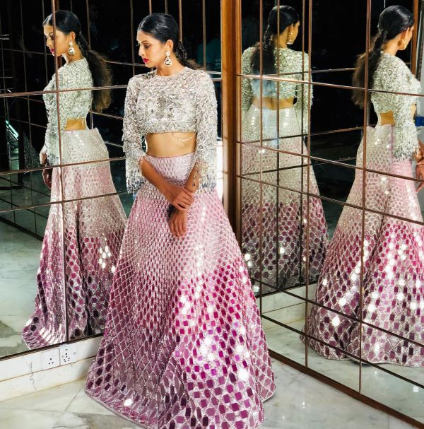 indian-wedding-dress-guide-glitter-mirror-lehenga-manish-malhotra
