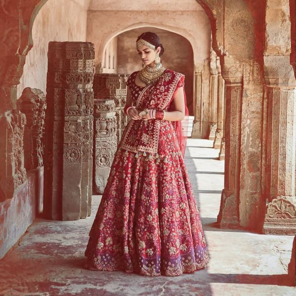 indian-wedding-dress-guide-lehenga-red-JADE-by-Monica-and-Karishma-lehenga