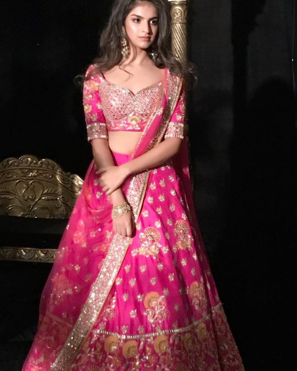 indian-wedding-dress-guide-neeta-lulla-pink-lehenga