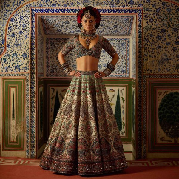 indian-wedding-dress-guide-sabyasachi-green-lehenga