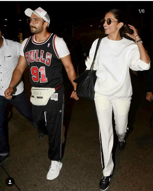 4-deepika-padukone-at-airport-with-ranveer-singh
