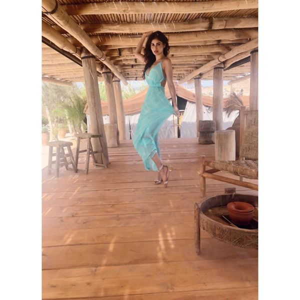 2-mouni-roy-vacation-in-greece