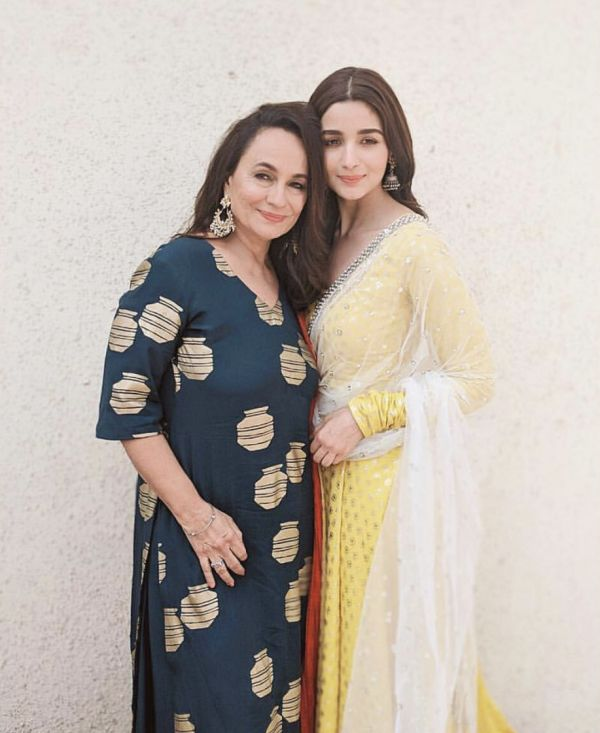 Alia Bhatt and Soni Razdan natural makeup in traditional wear picture from Alia Bhatt%E2%80%99s Instagram mother daughter duo bollywood