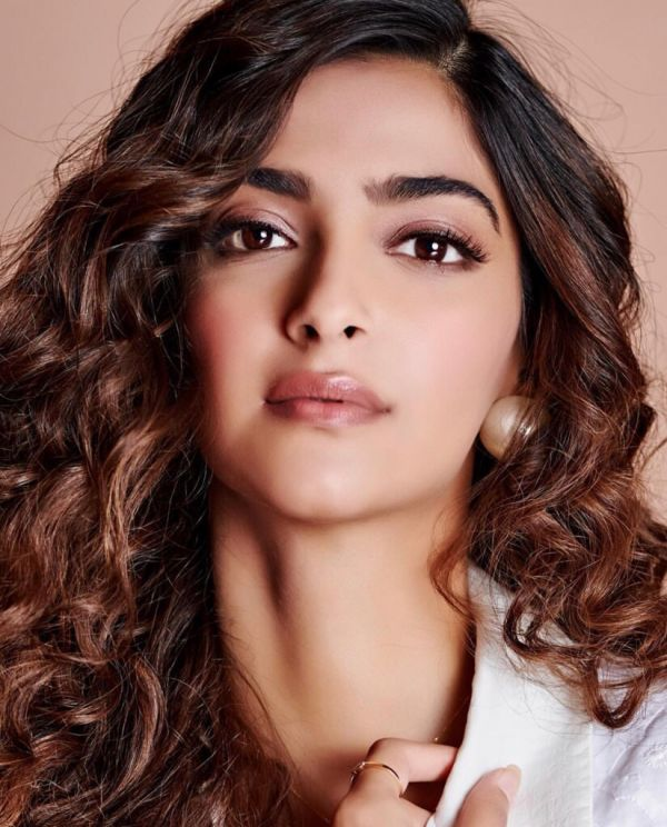 sonam kapoor ahuja nude makeup close up namrata soni instagram