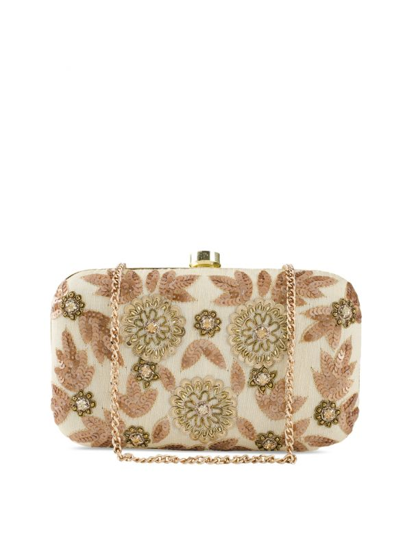 7-tarini-narula-ivory-clutch-for-diwali