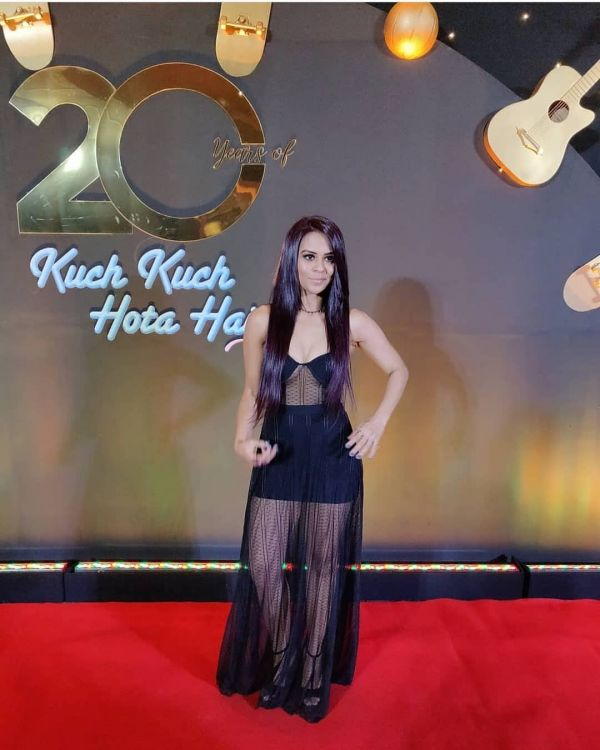 sana-saeed-black-dress-all-black-outfits-kkhh