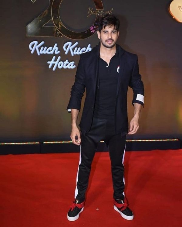 sidharth-malhotra-casual-all-black-outfits-kkhh