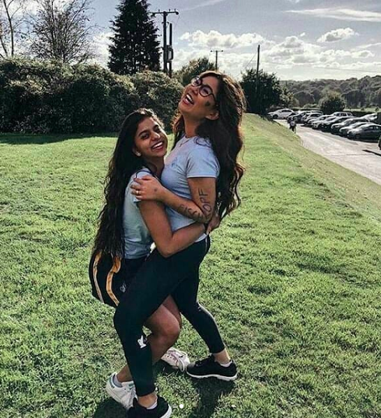Suhana Khan Spends Time In London with Friends 3