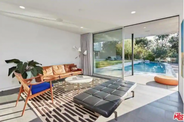 Priyanka Chopra  and Nick Jonas new home in Beverly Hills Los Angeles 4