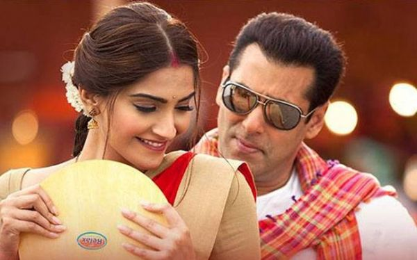 Thoughts I had While Watching Prem Ratan Dhan Payo- Sonam salman blushing