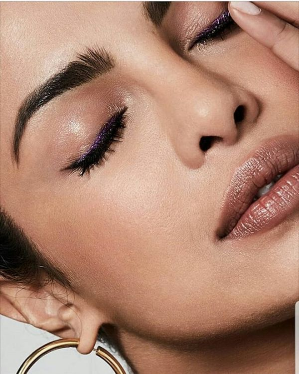 Priyanka Chopra  Metallic  Makeup  Lipstick internal