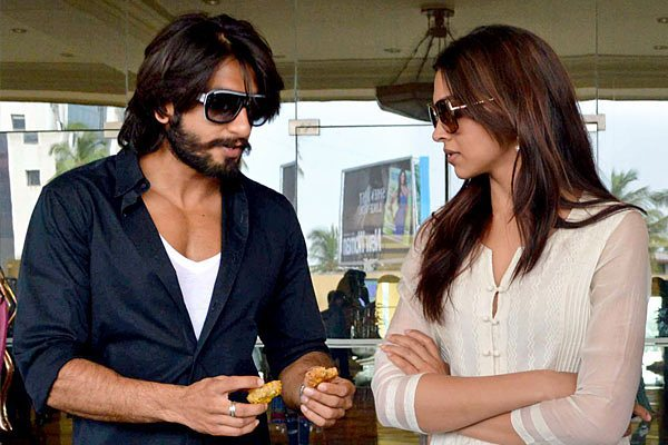 Adorable Pictures Of Deepika And Ranveer- Sharing pakora