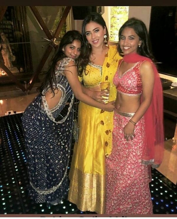 4-suhana-khan-posing-on-diwali-with-friends