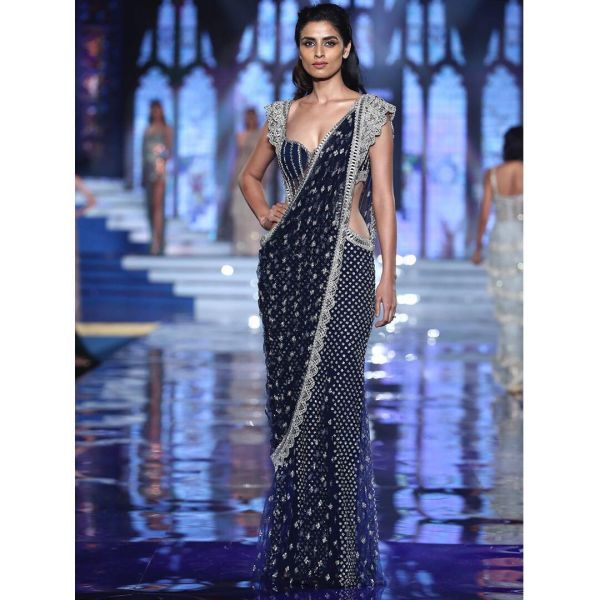 5-suhana-khan-monisha-jaising-midnight-lehenga