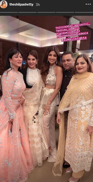 Sushmita Sen And Rohman Shawl At Shilpa Shetty's Diwali Bash- shilpa with friends