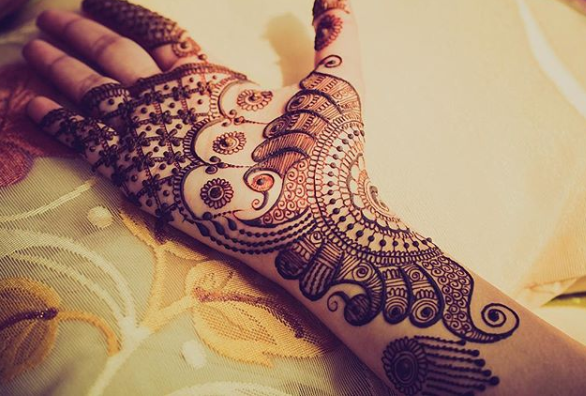 bridal-mehndi-design-peacock-hands