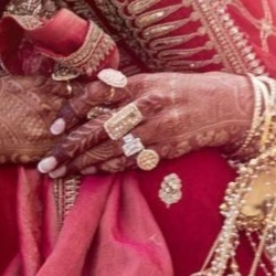 3-deepveer-deepika-padukone-engagement-ring-close-up
