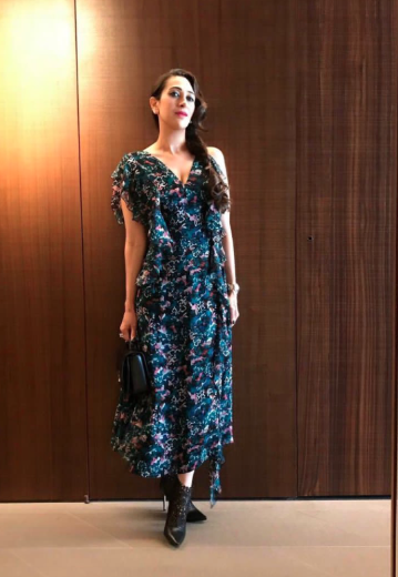 3-karisma-kapoor-dark-floral-print-dress-winter-