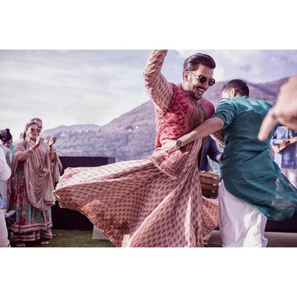 2-ranveer-singh-dancing-on-mehendi