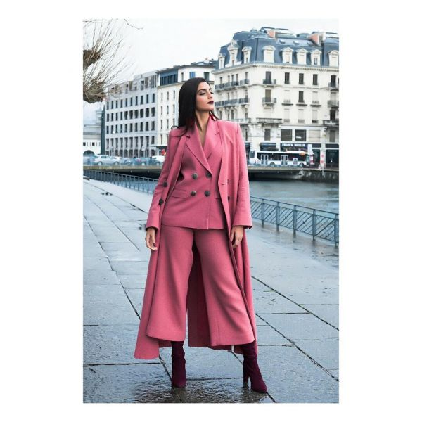 Sonam-Kapoor-Pink-Powersuit