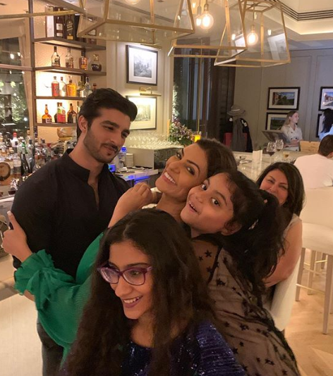 05 sushmita sen-rohman shawl-daughters-mother-birthday party