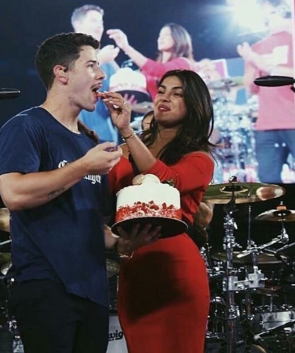 15-NickYanka-Candid-Pics-Priyanka-nick-birthday-cake