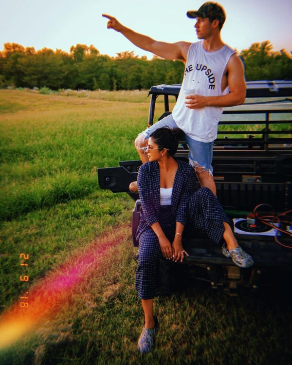 9-NickYanka-Candid-Pics-nick-and-priyanka-in-farm