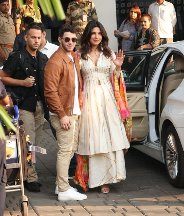 3-nick-priyanka-leaving-for-jodhpur-wedding-desi-girl