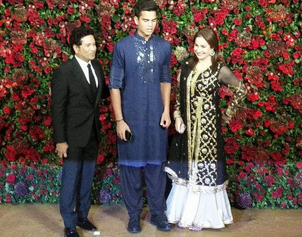 sachin-tendulkar-deepver-bollywood-reception-guest-looks