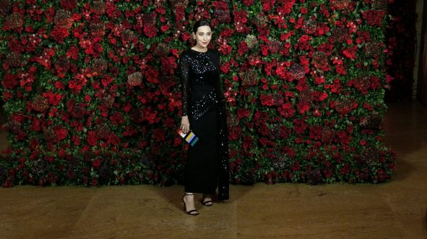 Bollywood celebs at deepveer reception - karisma kapoor