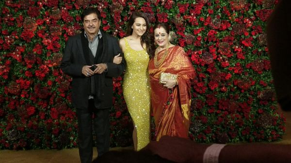 Bollywood celebs at deepveer reception - shatrugan sinha  sonakshi sinha
